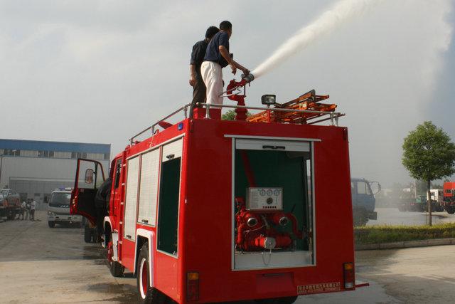 东风天龙双后桥水罐消防车