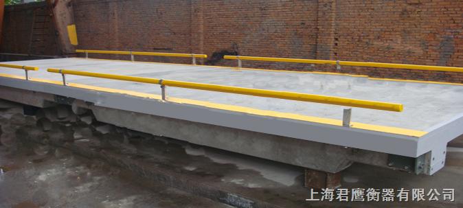 解决了普通全钢结构汽车衡在使用过程中因雨淋日晒